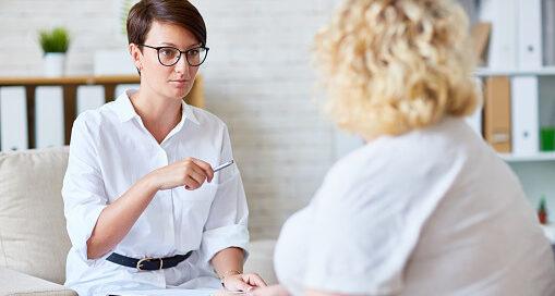 психолог с клиентом